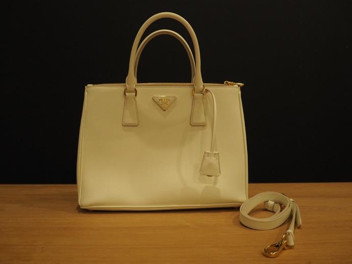 PRADA サフィアーノ ホワイト バッグ