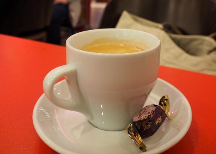Fazerのコーヒーとおまけのチョコ