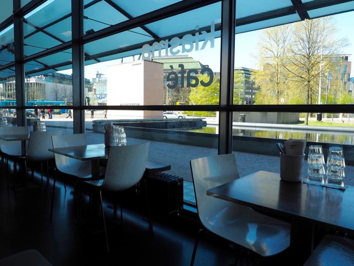 キアズマカフェの窓から見える緑