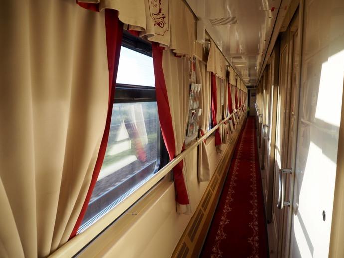 赤い矢号の豪華な廊下