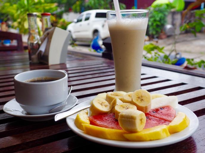 フルーツ盛り合わせとババナジュース