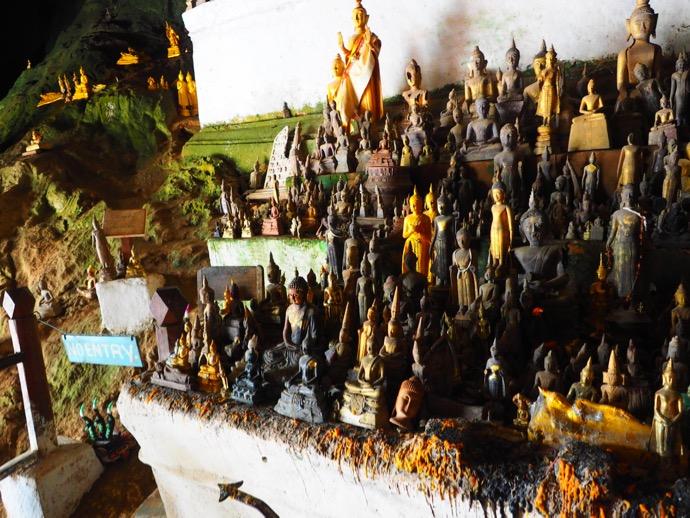 パクウー洞窟の仏像たち