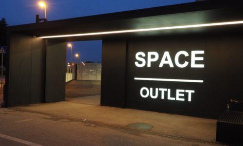 PRADA SPACEの入り口