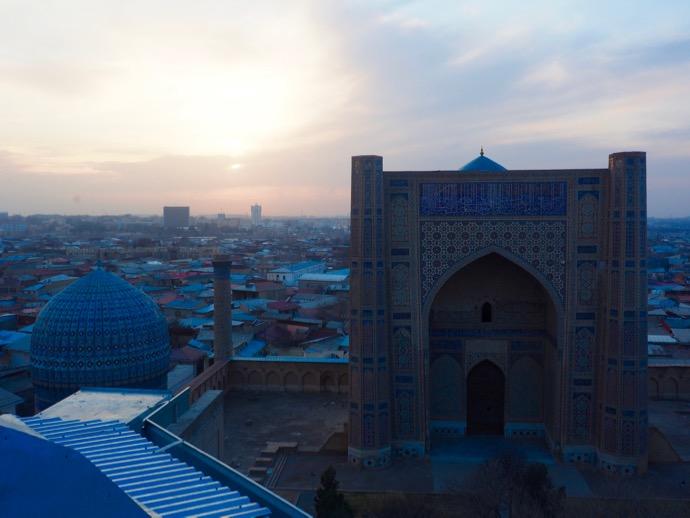 ビビハニム・モスクの屋根の上からの夕日