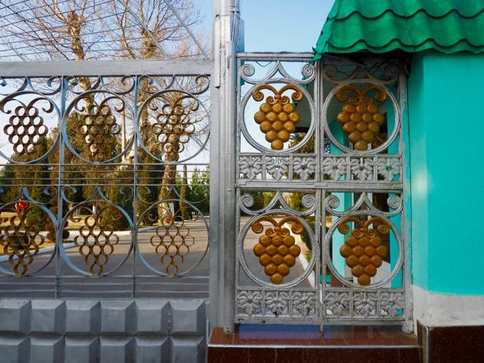 ぶどう柄が可愛い門