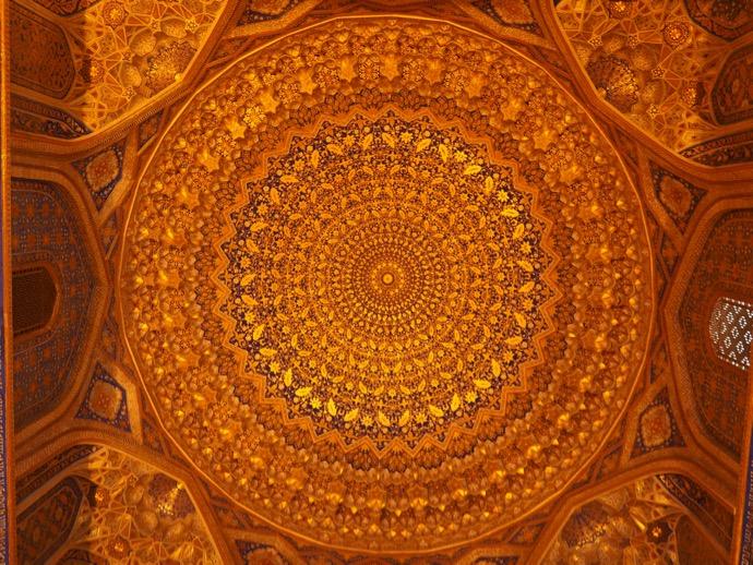 ティラカリ・マドラサの礼拝所の天井