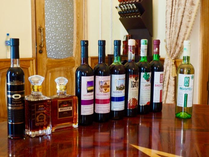テイスティングのために並んだ10種ワイン