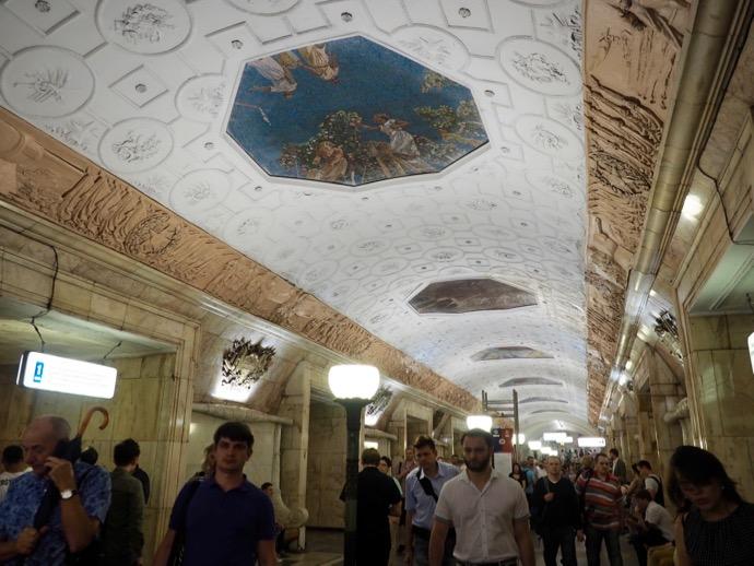 ベラルースカヤ駅の天井