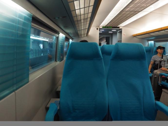上海 リニアモーターカー 車内の様子 座席はガラガラ