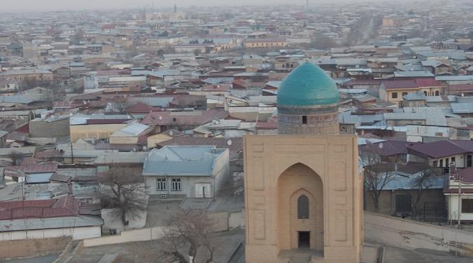 ビビハニム・モスクの屋根の上からの景色