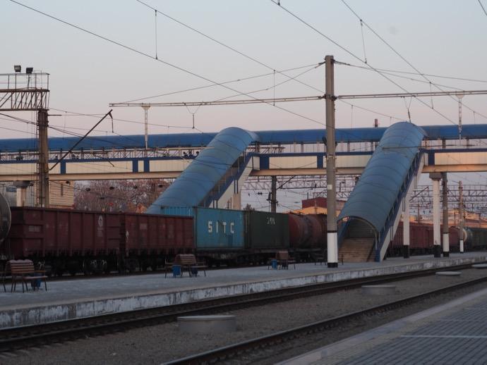 サマルカンド鉄道駅のホーム