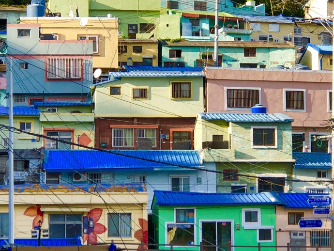 甘川文化村のカラフルな家屋