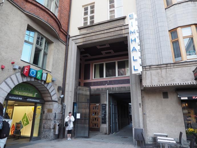 かもめ食堂 映画 ウルヨンカツの公共プールの入り口