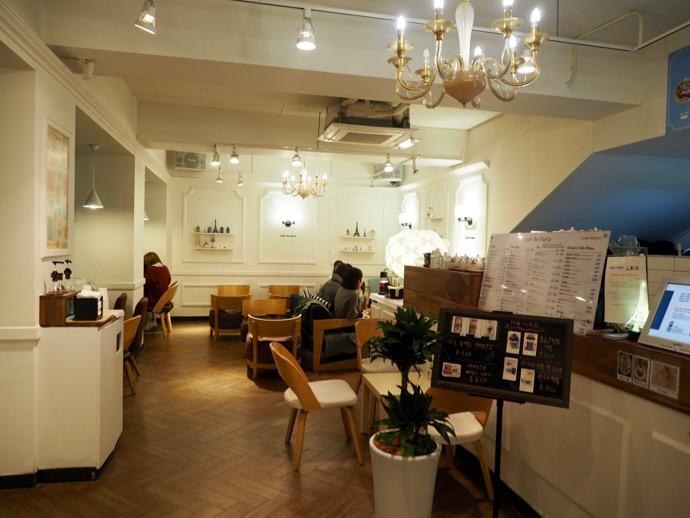 Cafe de parisの店内の様子