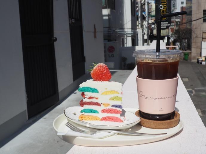 カラフルスイーツとアイスコーヒー