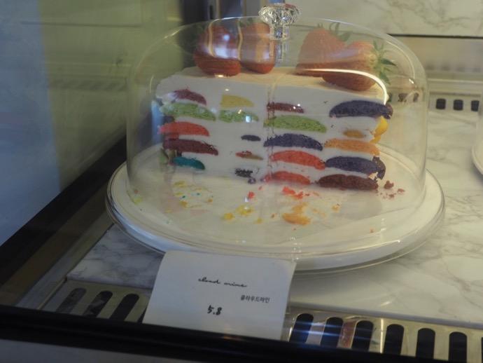 ショーケースの中のクラウドマインケーキ