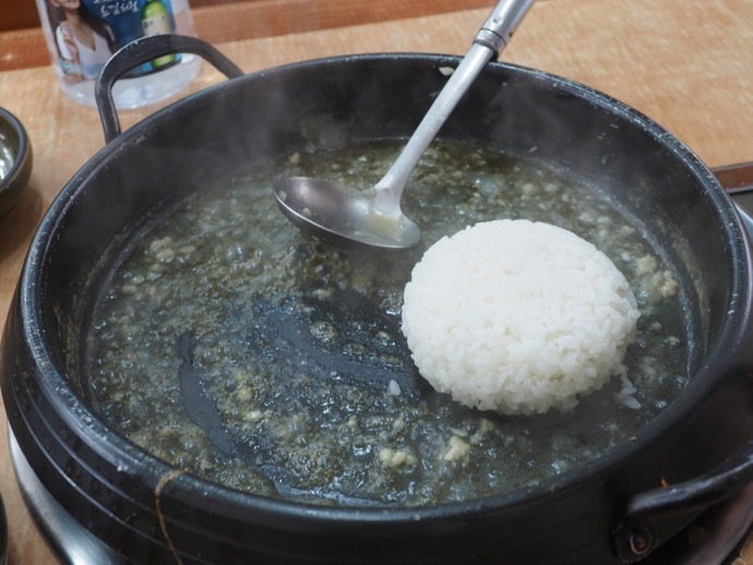 鍋に白ご飯投入