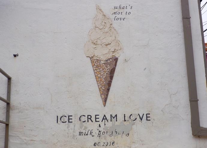 ソフトクリームの壁画
