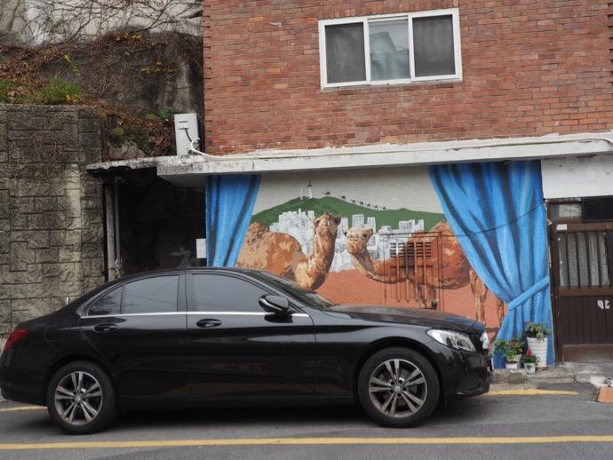 2匹のラクダの壁画