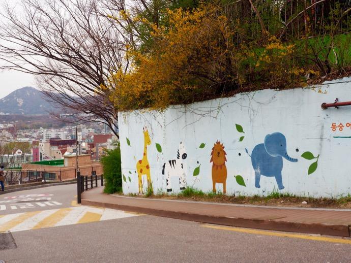 メルヘンな動物の壁画