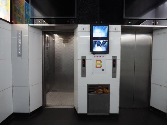 セクション別のエレベーター