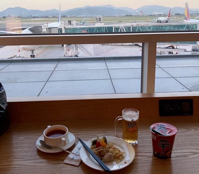 【釜山・金海国際空港】SKY HUB LOUNGE 飛行機が見える
