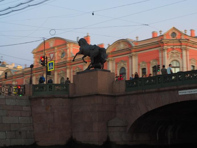 橋の馬の銅像
