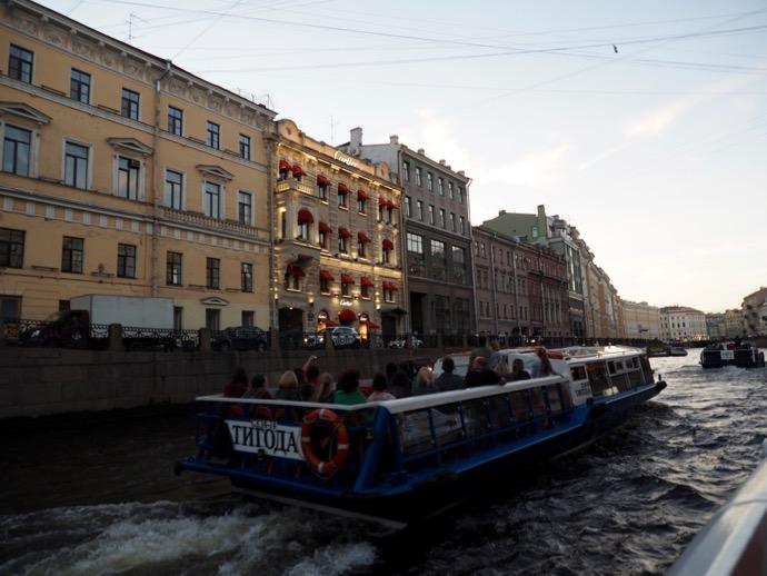 運河巡りのボート