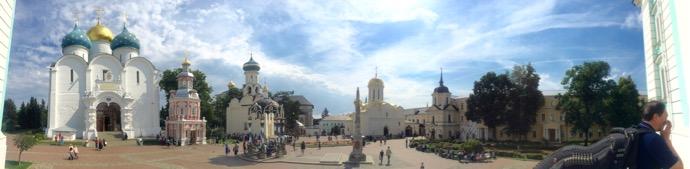 トロイツェ・セルギエフ大修道院の全体像