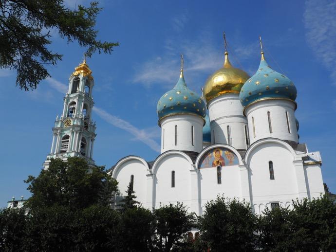 トロイツェ・セルギエフ大修道院の3つのドーム