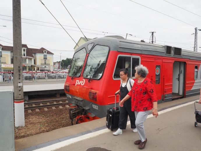セルギエフ・ポサード駅へ到着した鉄道