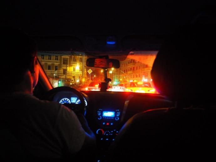 白タクの車内
