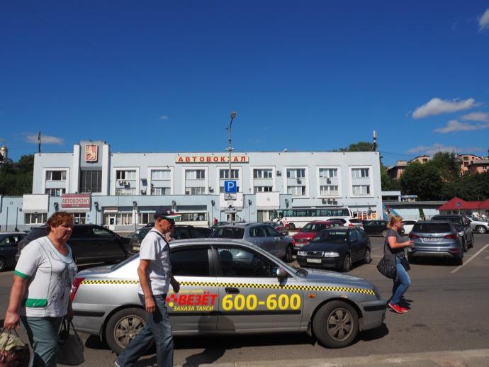 ウラジーミル駅のバスターミナル