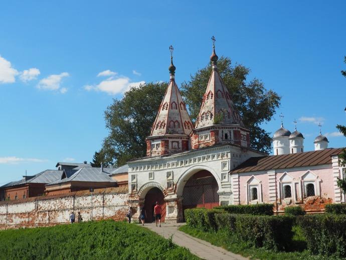リゾポロジェンスキー修道院の聖なる門