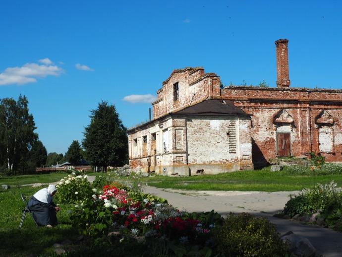 リゾポロジェンスキー修道院の内部