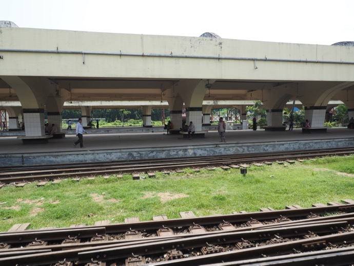 ダッカ中央駅の線路