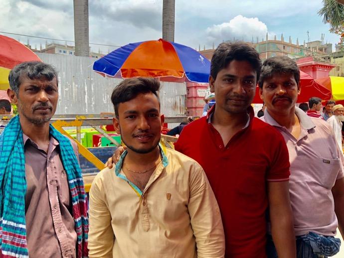 バングラデシュ男性四人組