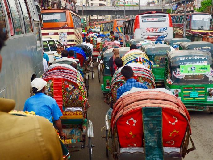 大渋滞のバングラデシュの道