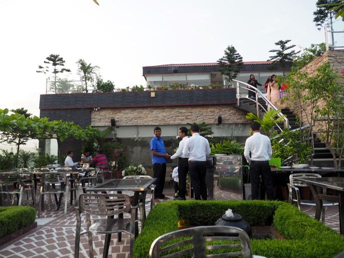 ビル屋上のレストラン