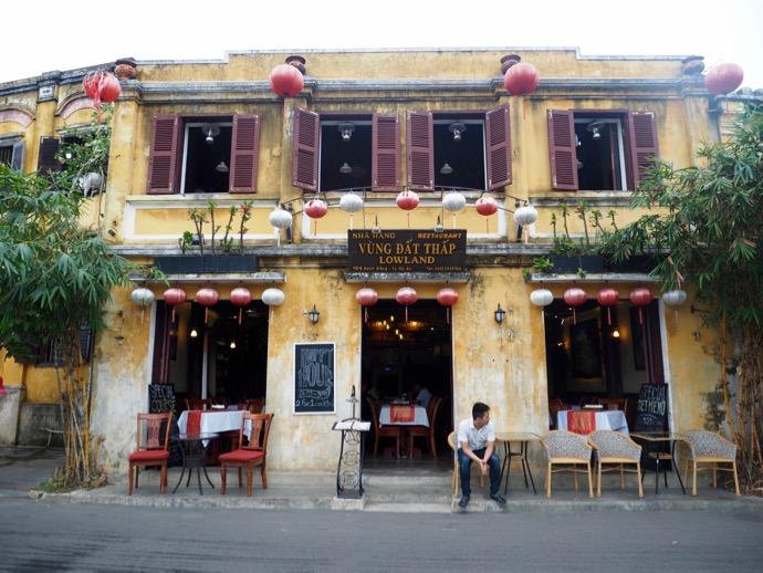 ホイアン旧市街の黄色のレストラン
