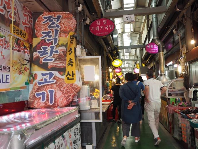 城東市場を散策