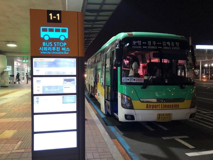 金海国際空港の慶州行きバス停