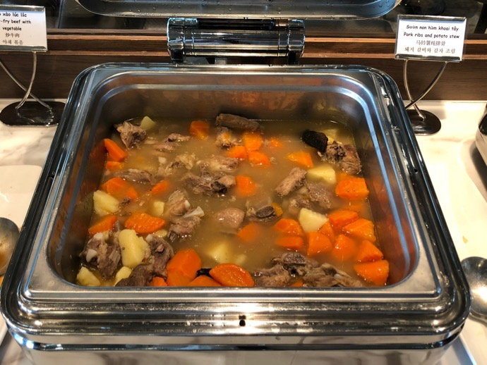 豚肉リブとポテトのシチュー
