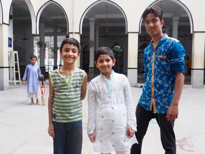 モスクに参拝に来ていたバングラデシュ男性