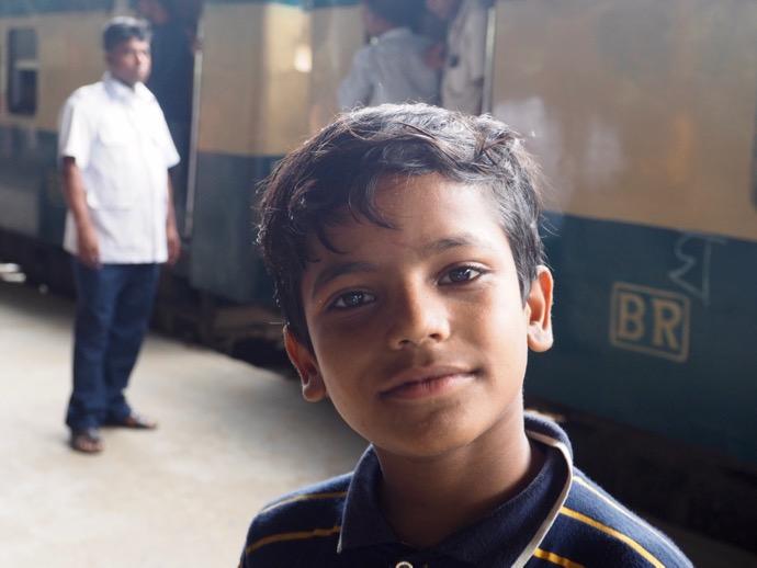 微笑むバングラデシュの少年