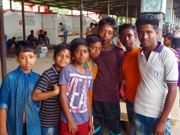 バングラデシュの少年たち
