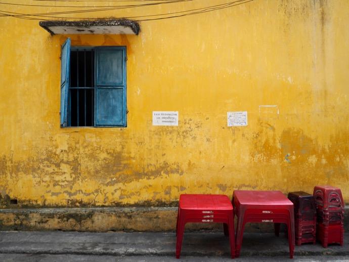 イエローの壁が可愛い旧市街