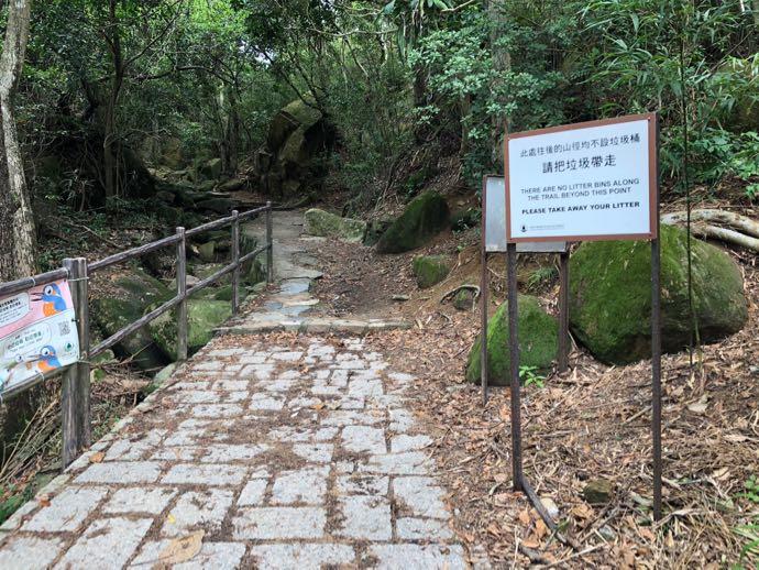ドラゴンズバックの登山口