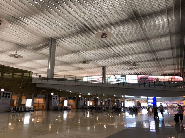 香港国際空港 HKG PLAZA PREMIUM LOUNGE ラウンジ プライオリティパス 無料 ターミナル2 ソファ