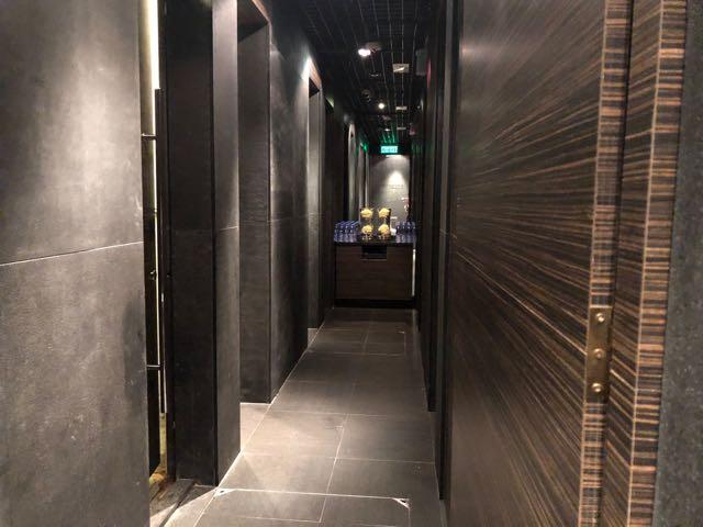 香港国際空港 HKG PLAZA PREMIUM LOUNGE ラウンジ プライオリティパス 無料 ターミナル2 シャワー室複数あり